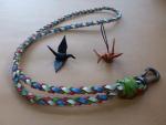 折皮鶴とネックストラップ